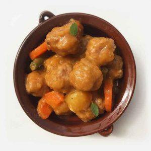 Albóndigas de carne cocinadas de forma tradicional con zanahoria y judía verde. Utilizamos harina de arroz integral. Sin gluten. Sin lácteos.