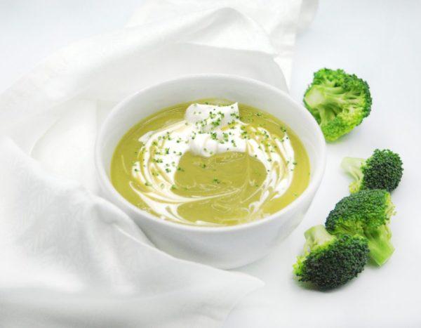 Crema de brócoli y manzana asada nutritiva vegana