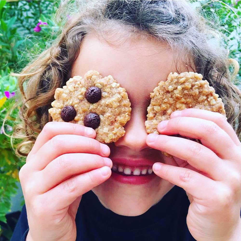 Receta vegana de galletas de avena y chocolate ideal niños