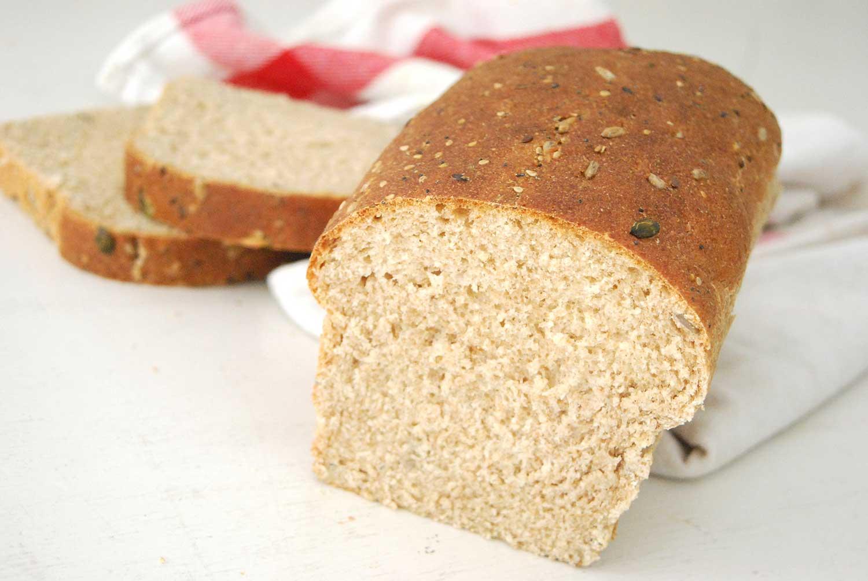 Pan integral casero con semillas