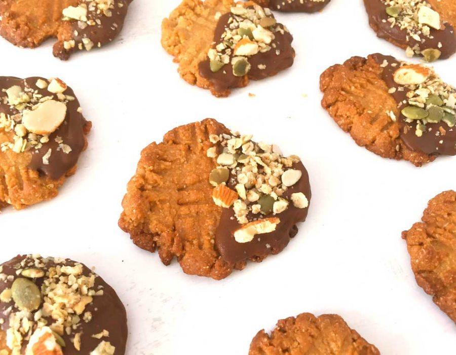Galletas de avellana con chocolate y granola