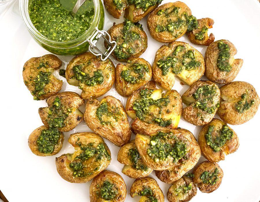 Receta patatas al horno con pesto de pistachos