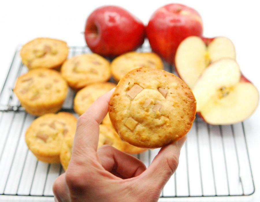 Magdalena de manzana jugosa y tierna. Receta fácil de preparar.